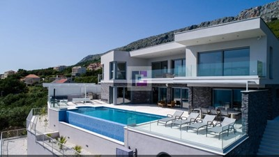 Exclusive modern villa with panoramic sea view