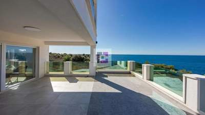 New villa in the second line to the sea