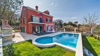 Villa with 3 apartments and pool